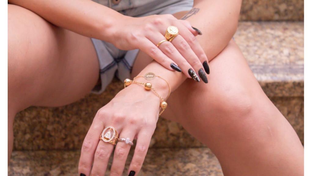 joia | joias | editorial | editorial de joias | fotos de joias | digital influencer | fotos de joias | campanhas com digital influencer | marketing digital | influencer | aneis | colar | colares | escapularios | brinco | brincos | unhas | unhas amendoadas | formato de unhas