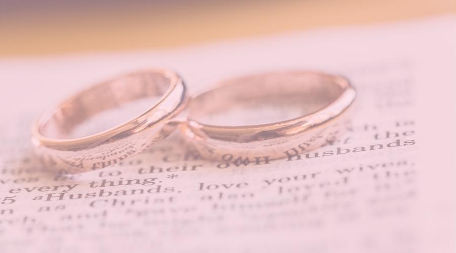 alianças | aliança de compromisso | aliança de casamento | como usar aliança com outros acessórios | anel prata | anel dourado | mix de anéis | aliança | wd joias | loja de joias | joias online | modelos de aliança